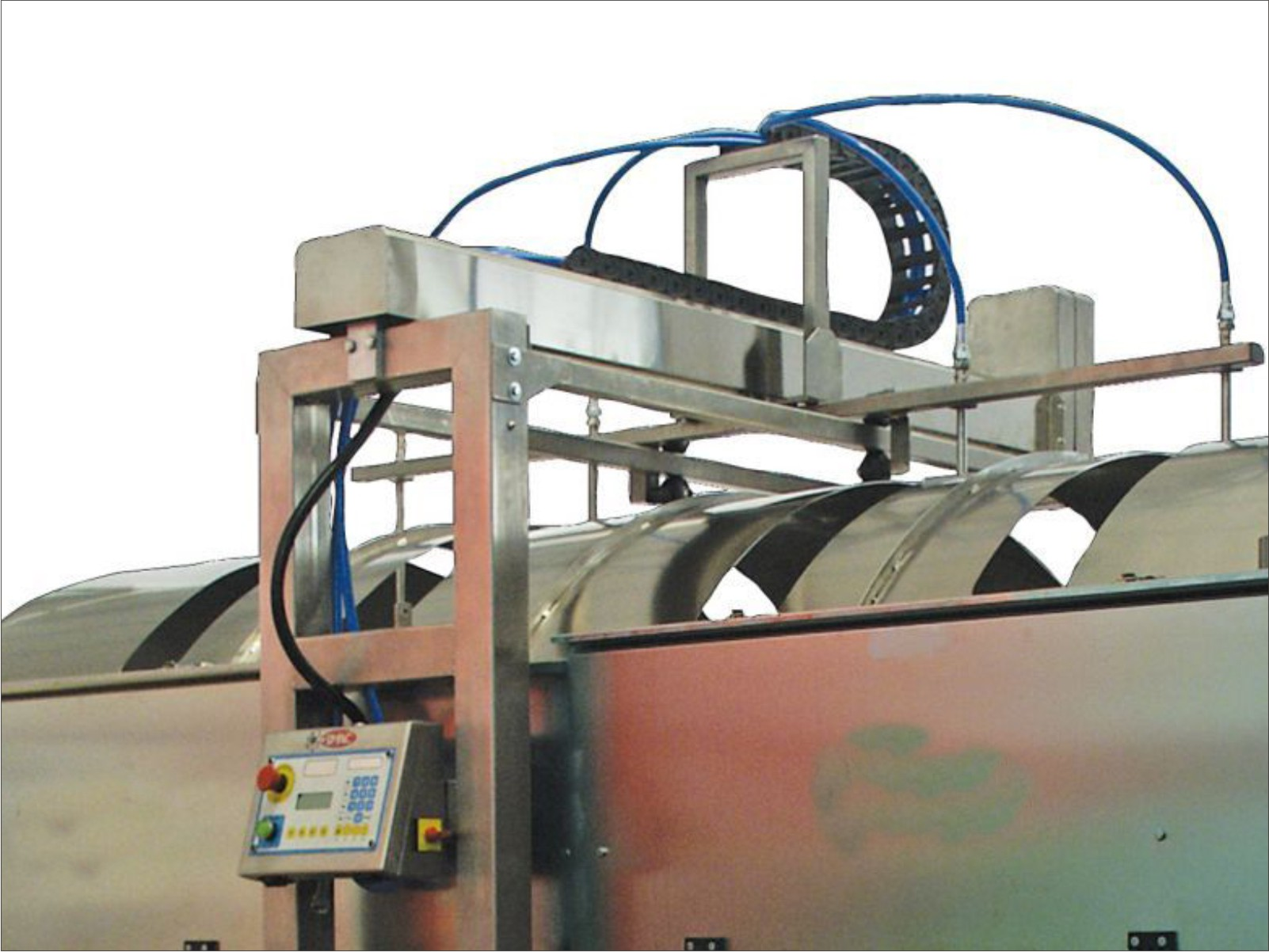 Airless system for application of glazes on large sizes.